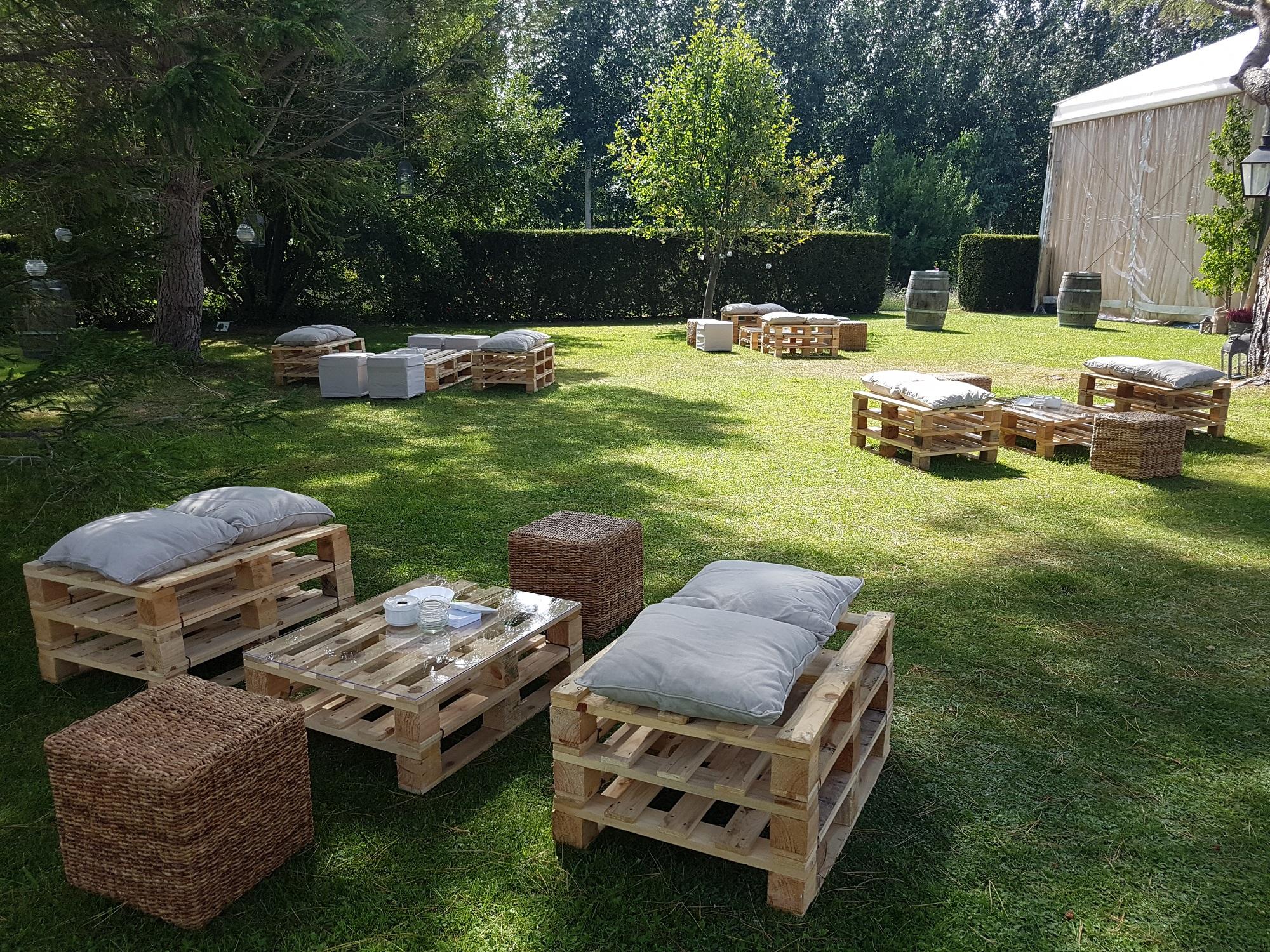 Zona de relax en los jardines exteriores