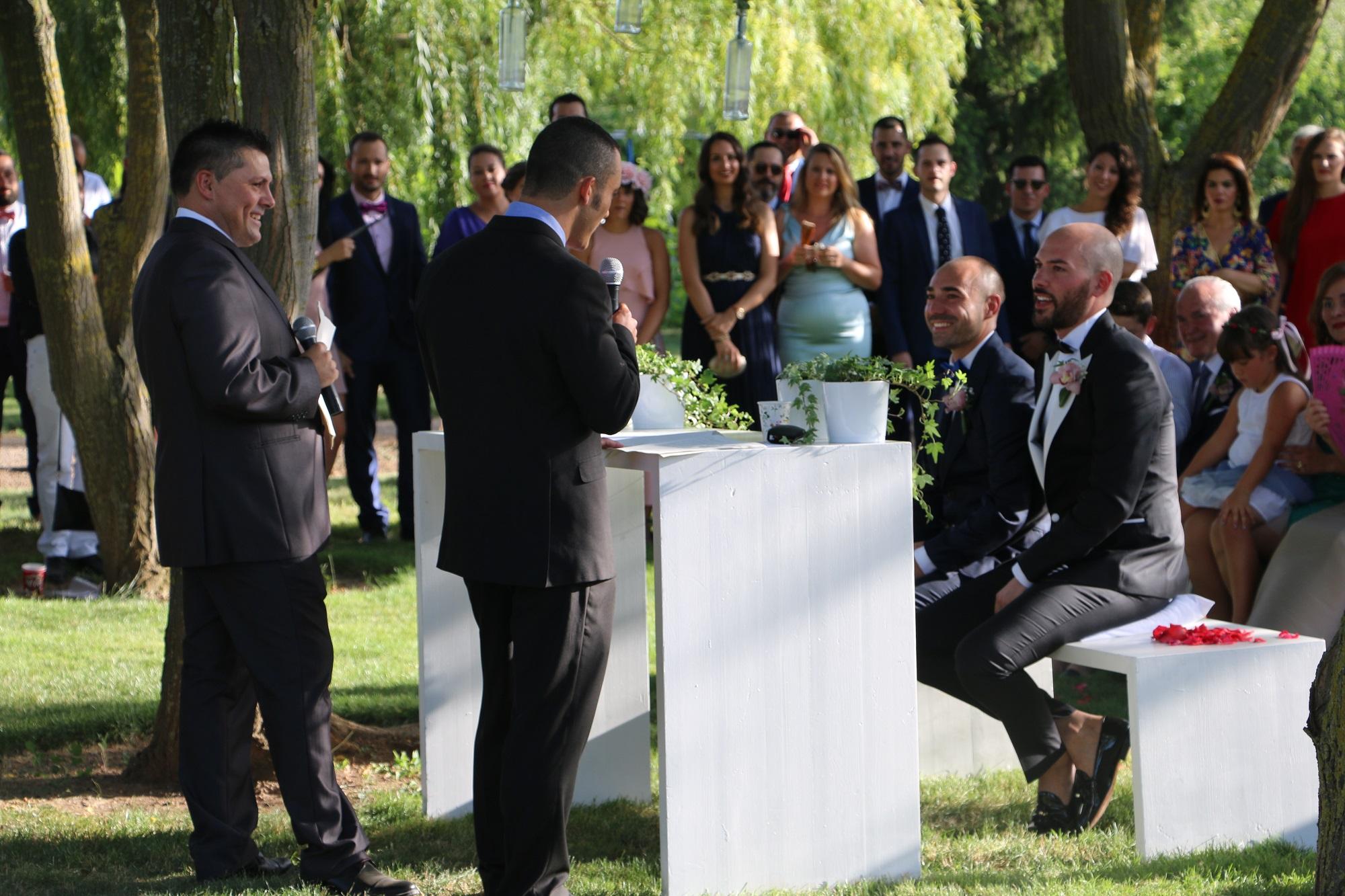 Los novios durante la ceremonia